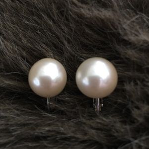 Vintage 60s Marvella faux pearl screw back clips